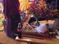 dzogchen-monastery-lama-et-coca-cola