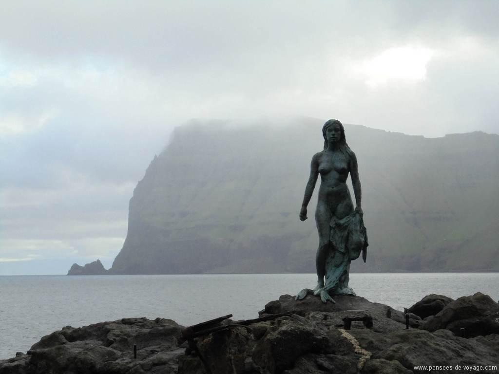 mikladalur-statue-femme-phoque (2)