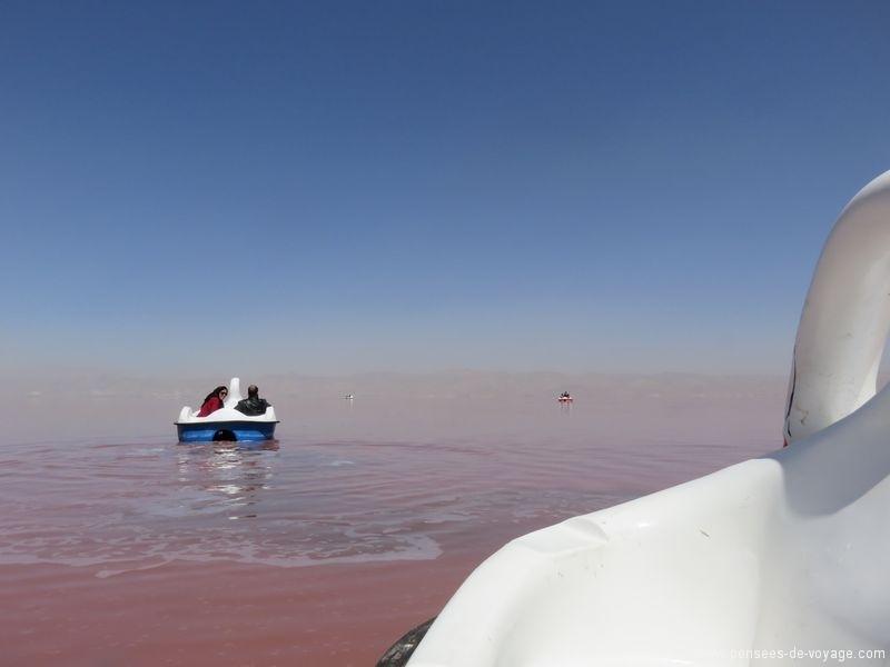 pedalo sur le lac rose de Namake