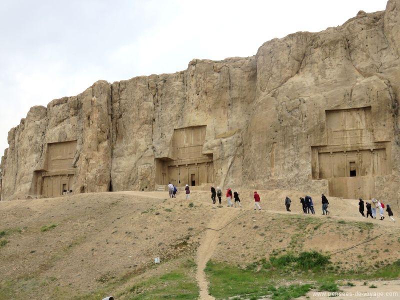 Naqsh-e Rostam tombes royales dans les montagnes