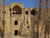grande maison abandonnee terre cru iran