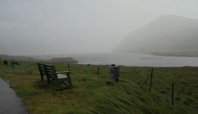 banc abandonne sous la pluie au feroe