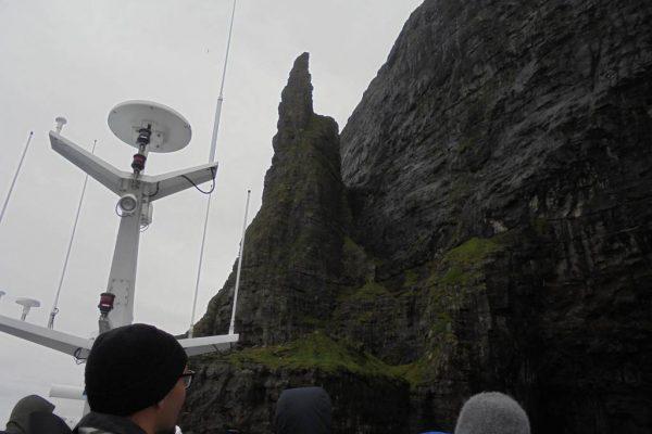 bird cliff vestmanna