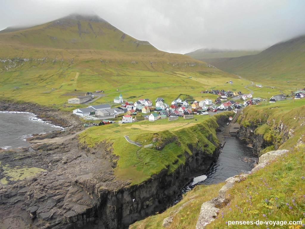 Jolie village de gjogv aux feroe