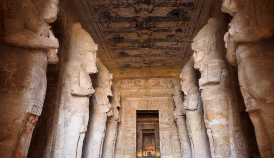 Interieur temple ramses abu simbel