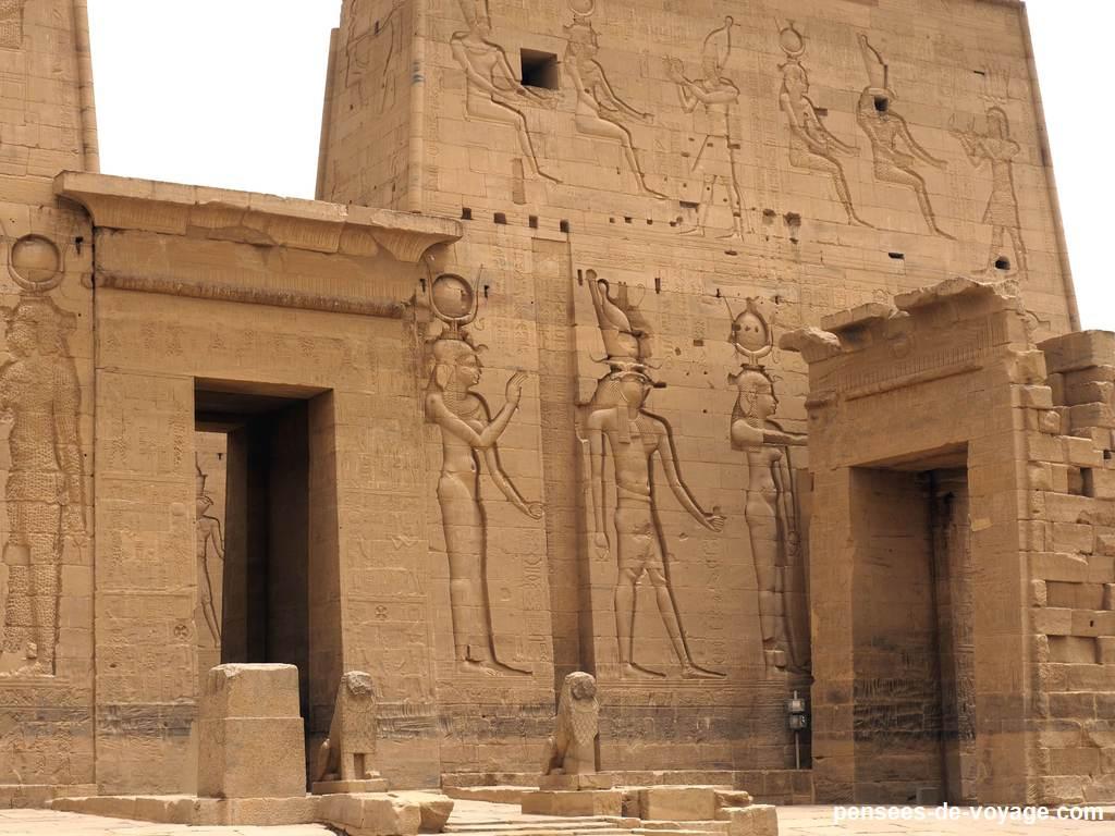 La porte du temple d'Isis sur Philae