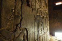 temple d'edfou, horus sur les murs du temple