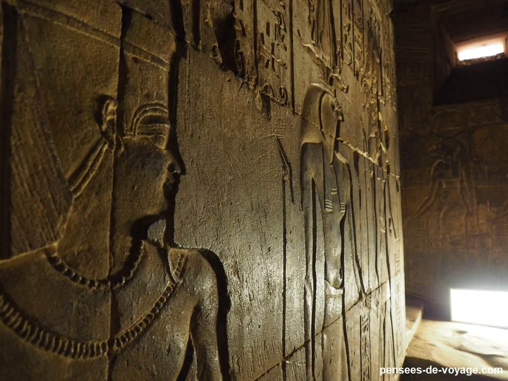 interieur temple horus gravure