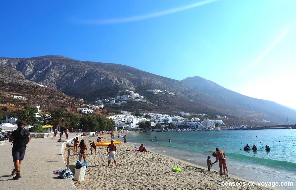 un randonneur a la plage, amorgos