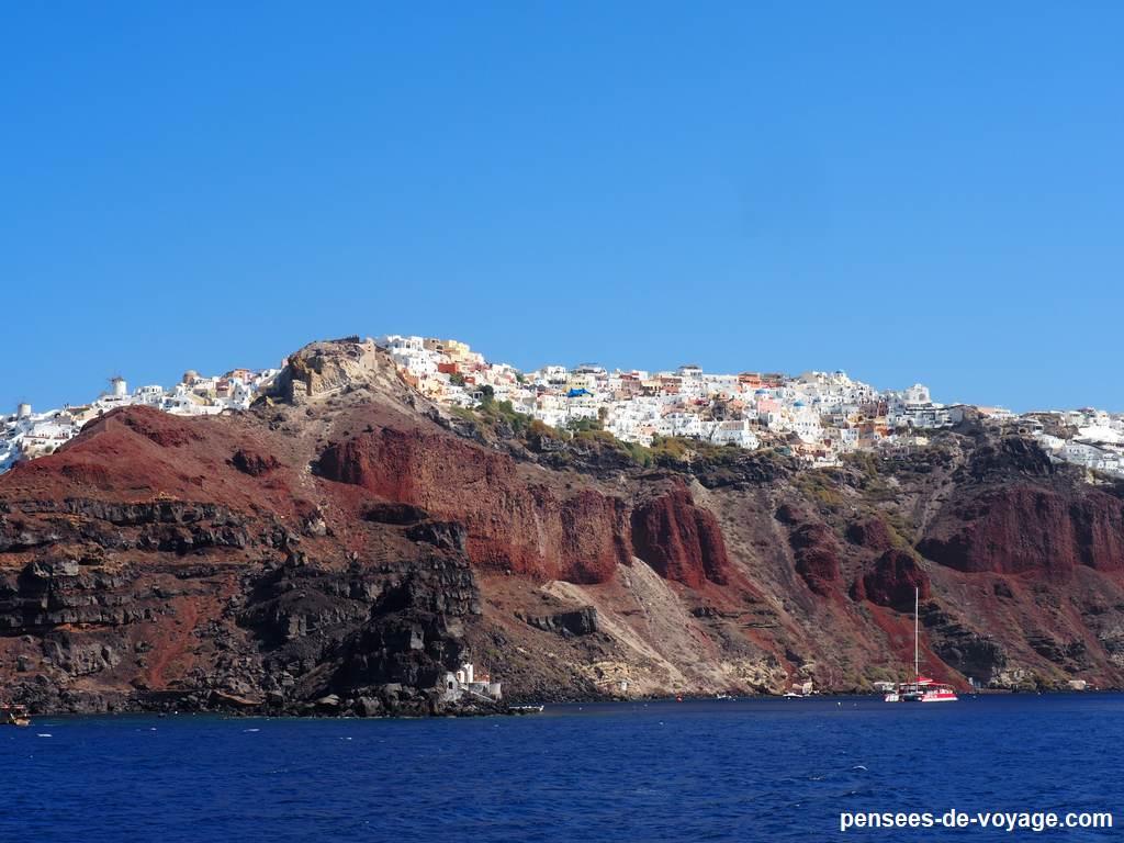 santorin, falaises vue du bateau
