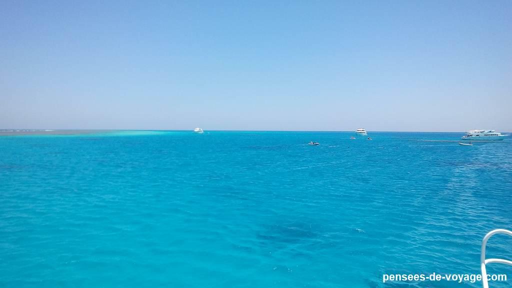 Bleu turquoise lagon de sataya