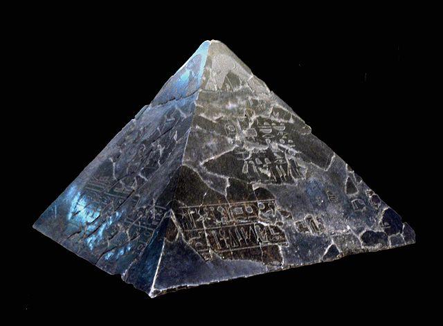 Photo d'un pyramidion