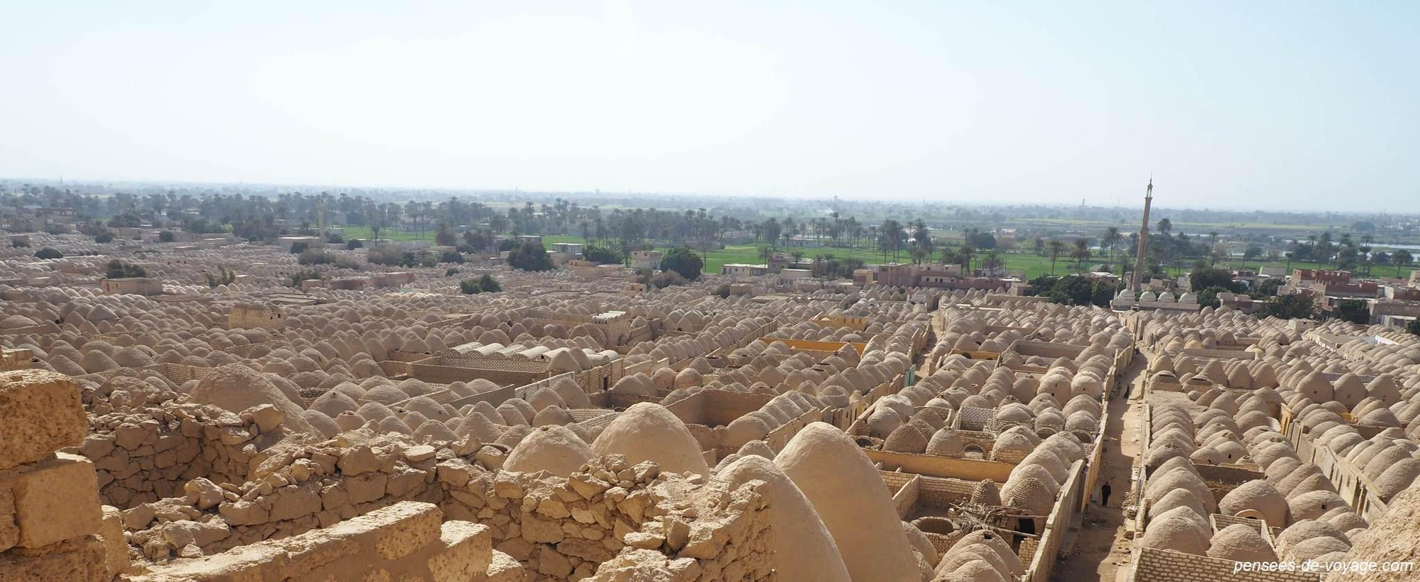 Vue du cimetière Zawiyyet al Mayyiteen