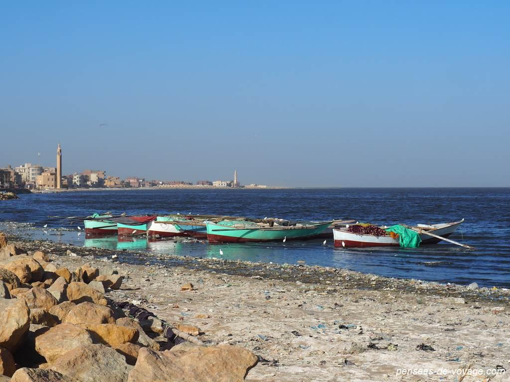 lac qarun barques et village