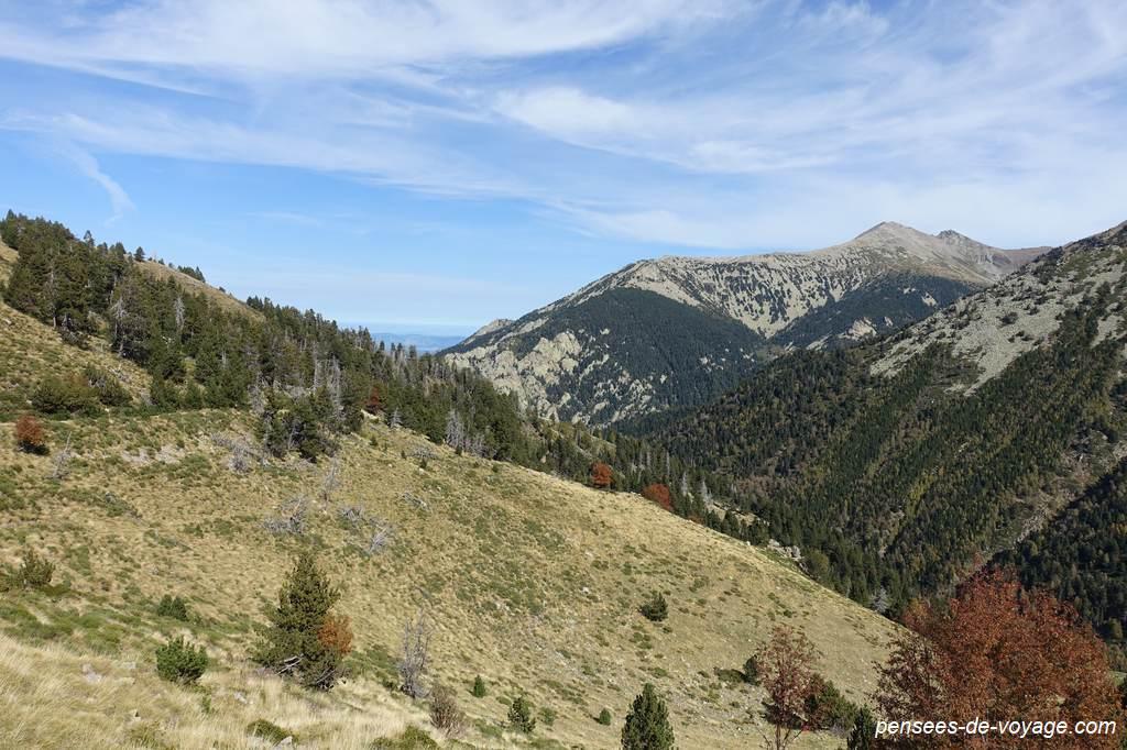 En montant vers le Pla Guillem : randonnee d'automne sympathique dans les Pyrénées
