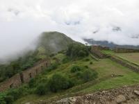 vue sur ushnu montagne ceremonielle choquiquerao