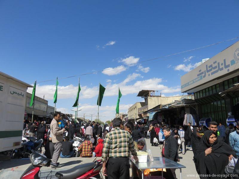 marché  dans les rues d'ispahan